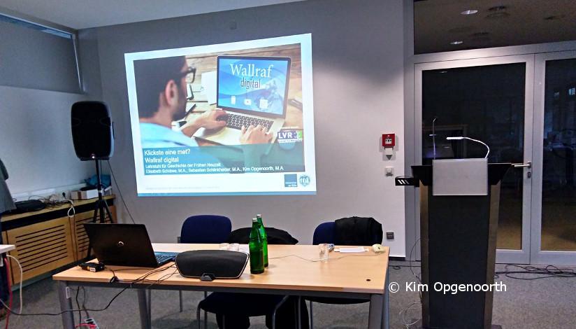 Vortragstisch mit Präsentation wallrafdigital