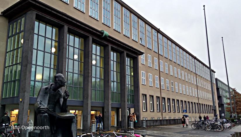 Eingang Hauptgebäude der Uni Köln
